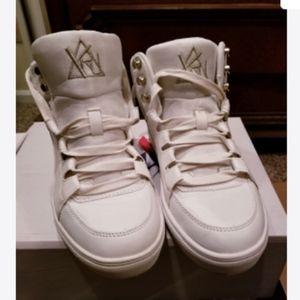 YRU Tennis shoes